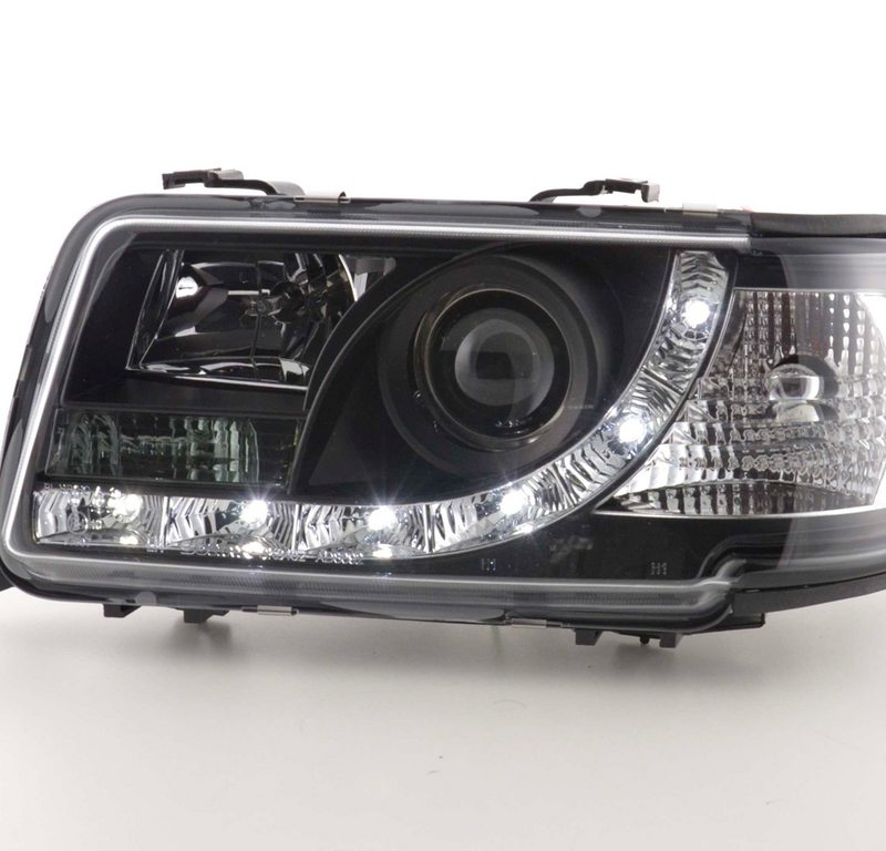Audi-80-91-94-Faróis-Dayline-Fundo-Preto-2